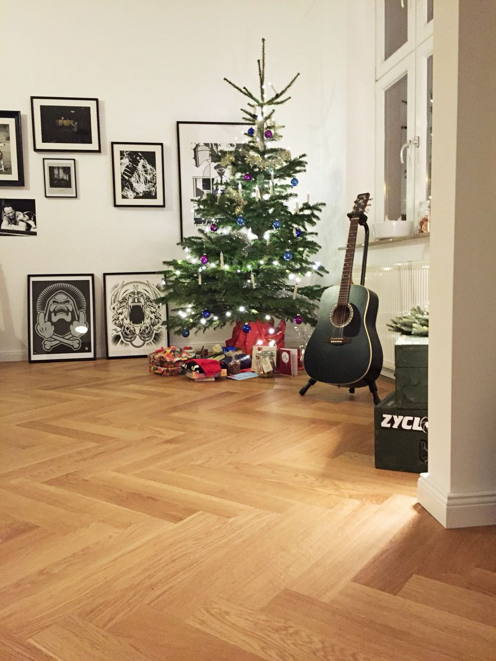 love this style christmastree on perfect floor. Black Bedroom Furniture Sets. Home Design Ideas