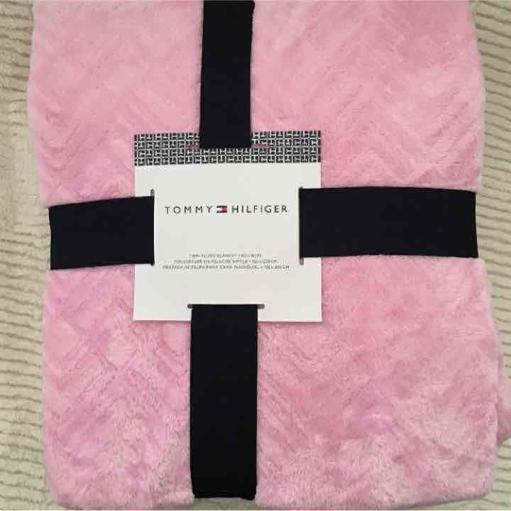 Tommy Hilfiger Twin Plush Pink Blanket Mercari Anyone Can