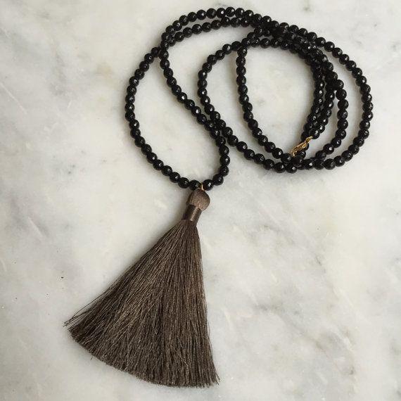 Long Tassel Necklace-Gemstone Necklace with Silk por FancyFreebirds