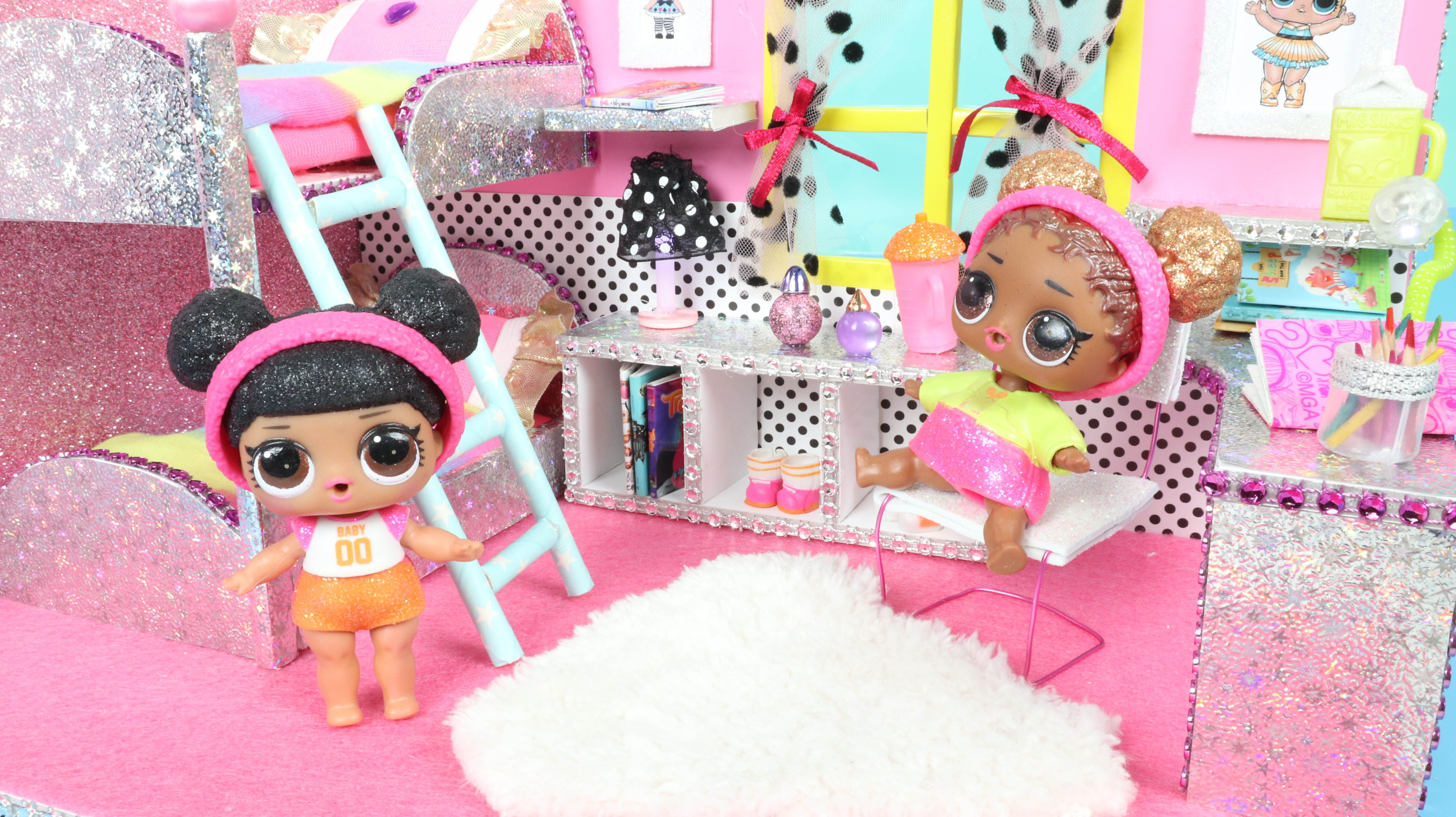 Diy Miniature Dollhouse Room Lol Room Decor How To Make Hacks And Crafts For Lol Surprise Toys In 2021 Dollhouse Miniatures Diy Miniature Doll House