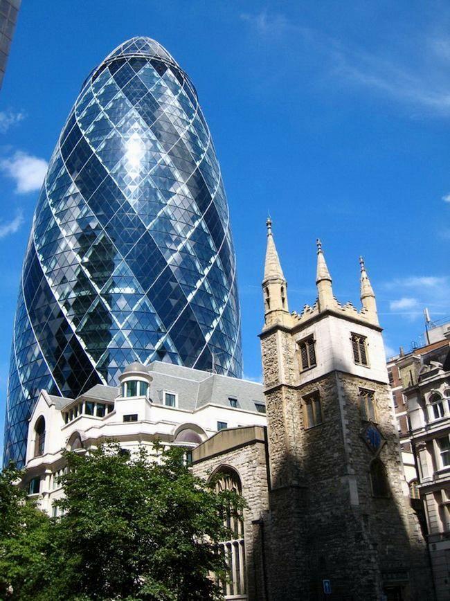 Skyscraper Gherkin Building In London Or Cucumber Architecture