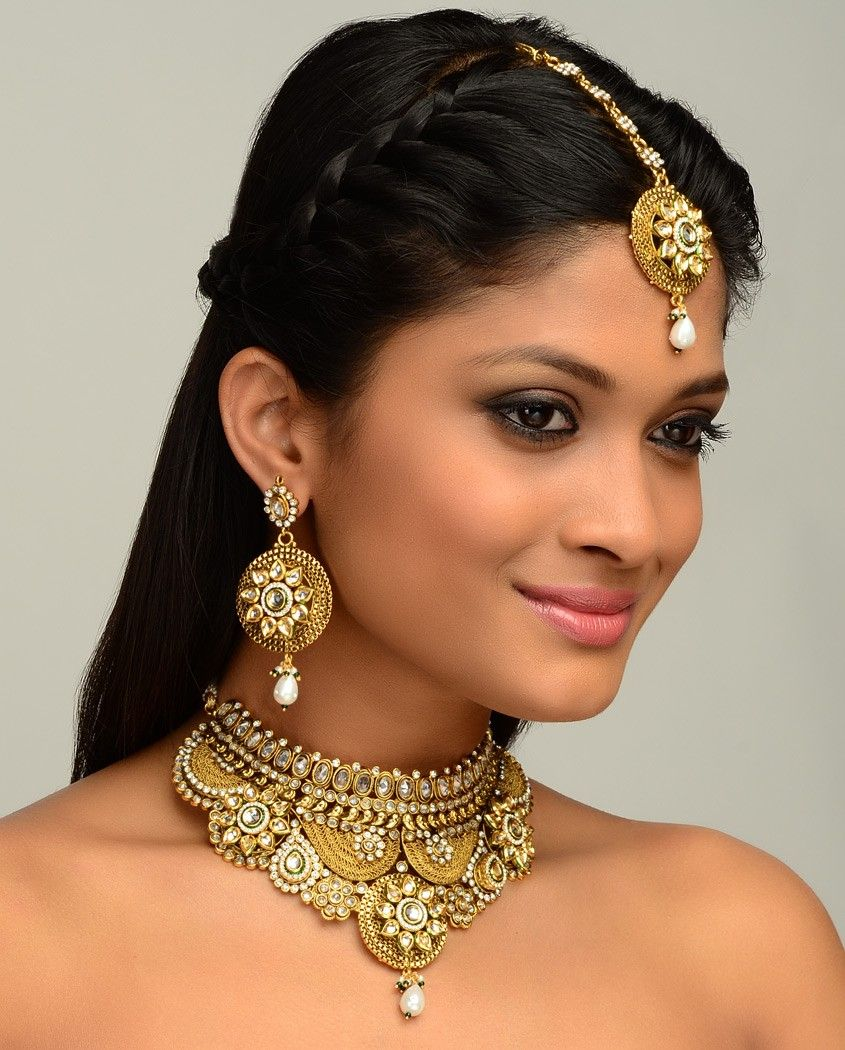 Modern Indian Bride Hairstyle: The Maharani Choker Necklace Set