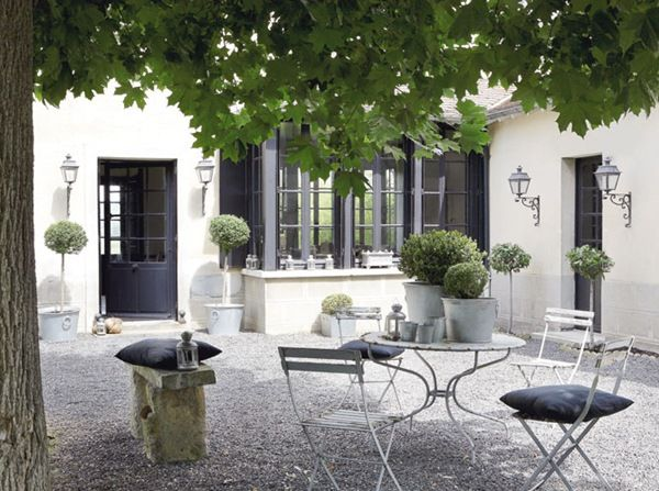 pea gravel and topiaries... for my countryside courtyard in France ...
