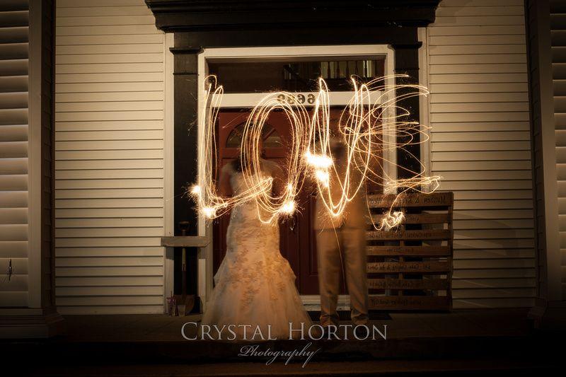 wedding sparkler, sparkler love, wedding photo, night photo, sparkler photo