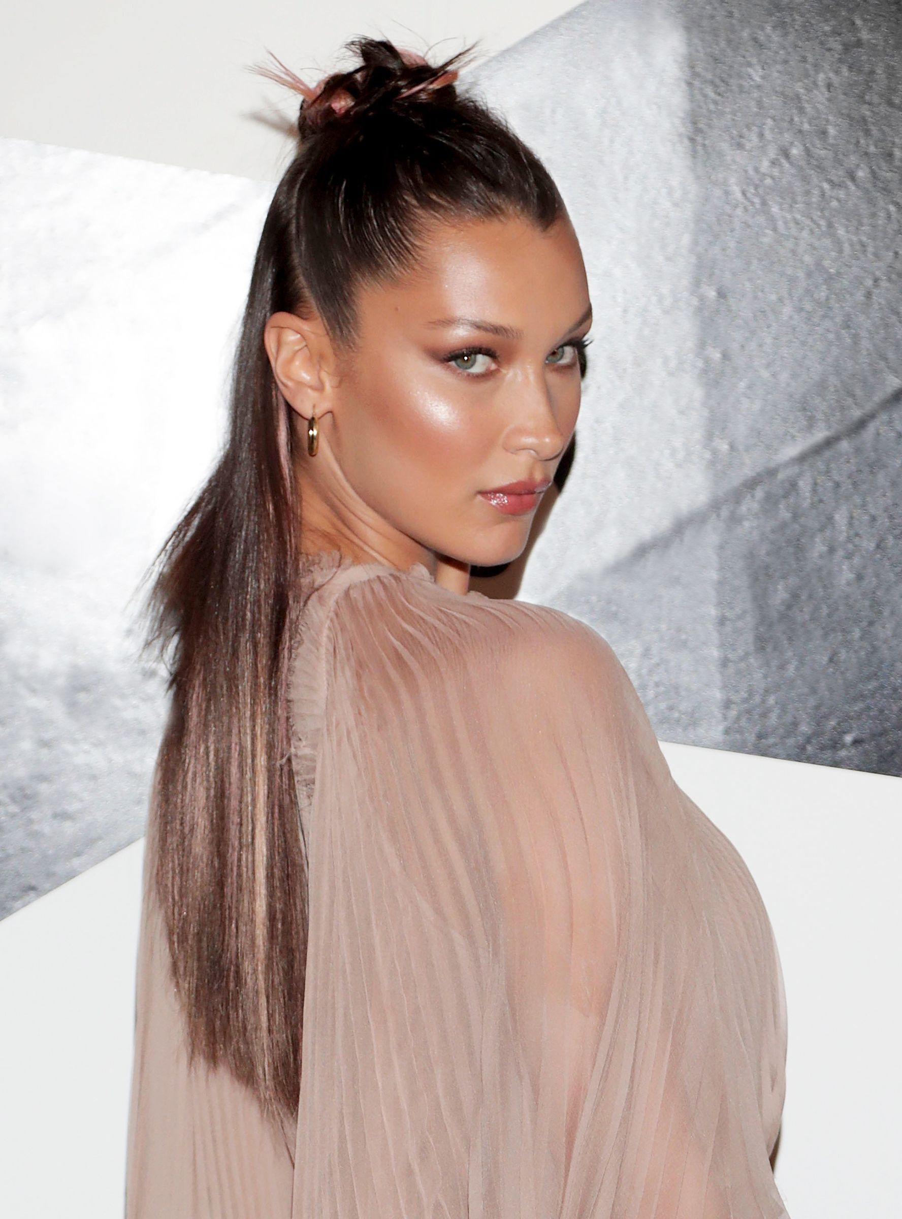 This Is The Palette Bella Hadid Uses To Get Her Red Carpet