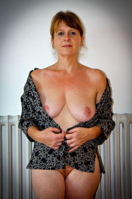 Akila pervis nude