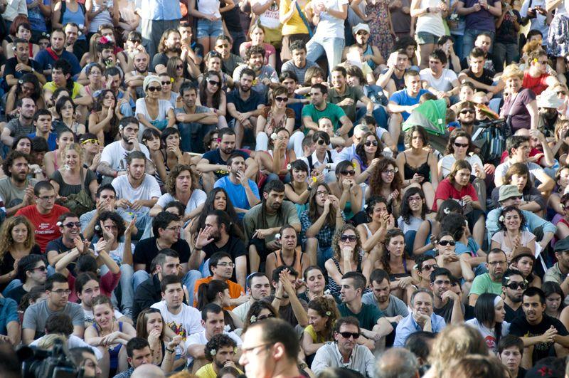 Protesters from '15-M' movement, Seville. 27/05/2011 / @alerillo [http://www.flickr.com/photos/alearillo/] | #readytowork #nonosvamosnosechan