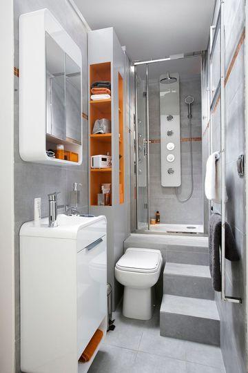 Petite salle de bain avec baignoire, douche, design Space saving
