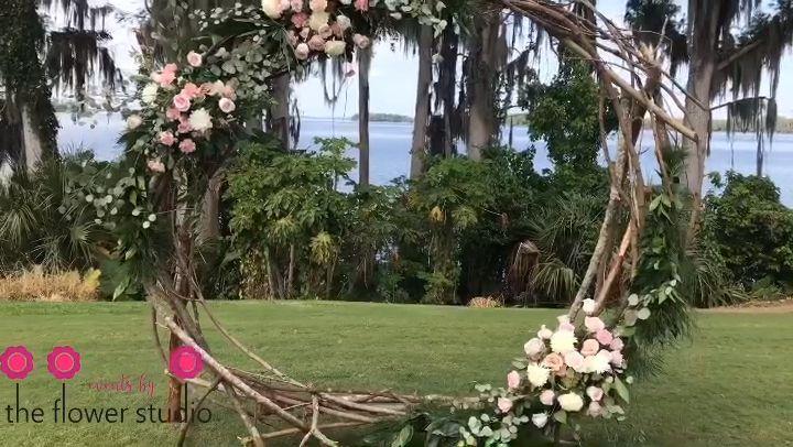 Arco de boda al aire libre