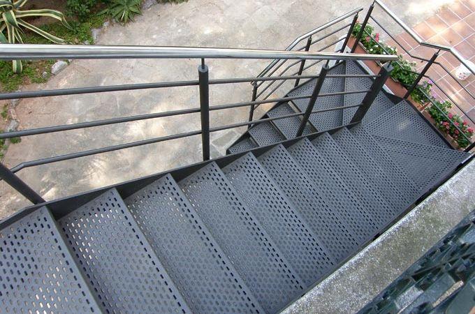 Escaleras exterior servitja escaleras pinterest for Gradas metalicas para interiores