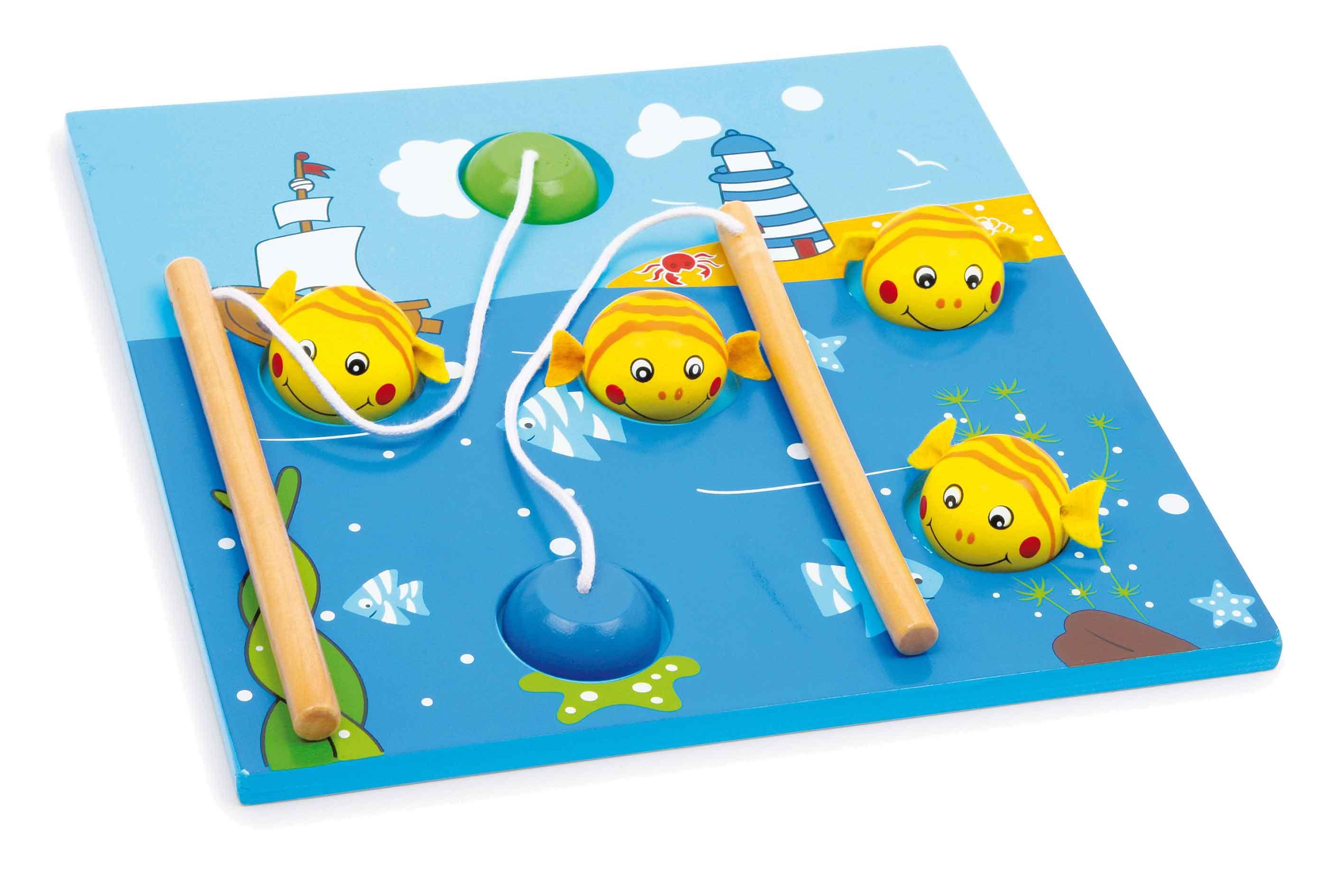 """Een eenvoudig klein visspel met fraaie vormgeving en grote """"bord-hengels"""" met magneten. Ook al geschikt voor de kleintjes die met de groten mee willen spelen!"""