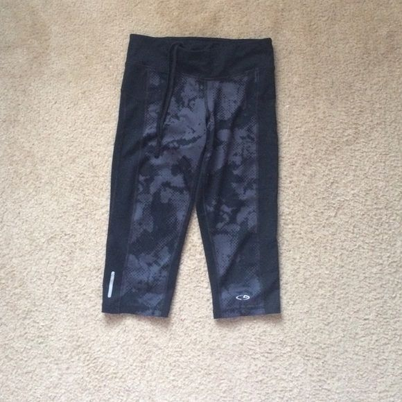 Workout capris Black capris with reflection on them cute workout capris size xs Mossimo Supply Co Jeans Ankle & Cropped