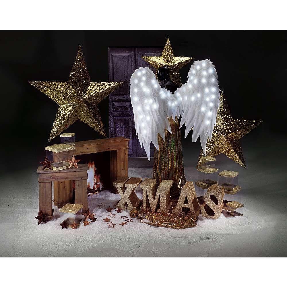Diese elegante und stimmungsvolle weihnachtsdeko umfasst eine kombination aus edlen goldt nen - Elegante weihnachtsdeko ...