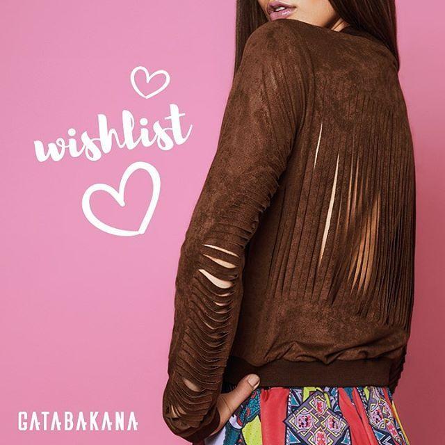 Nossa jaqueta suede com recortes navalhados nas costas foi feita para mulheres com muita personalidade, assim como você, GATA! #eusougata #gatabakana #wishlist #suede #cortenavalhado #trendy