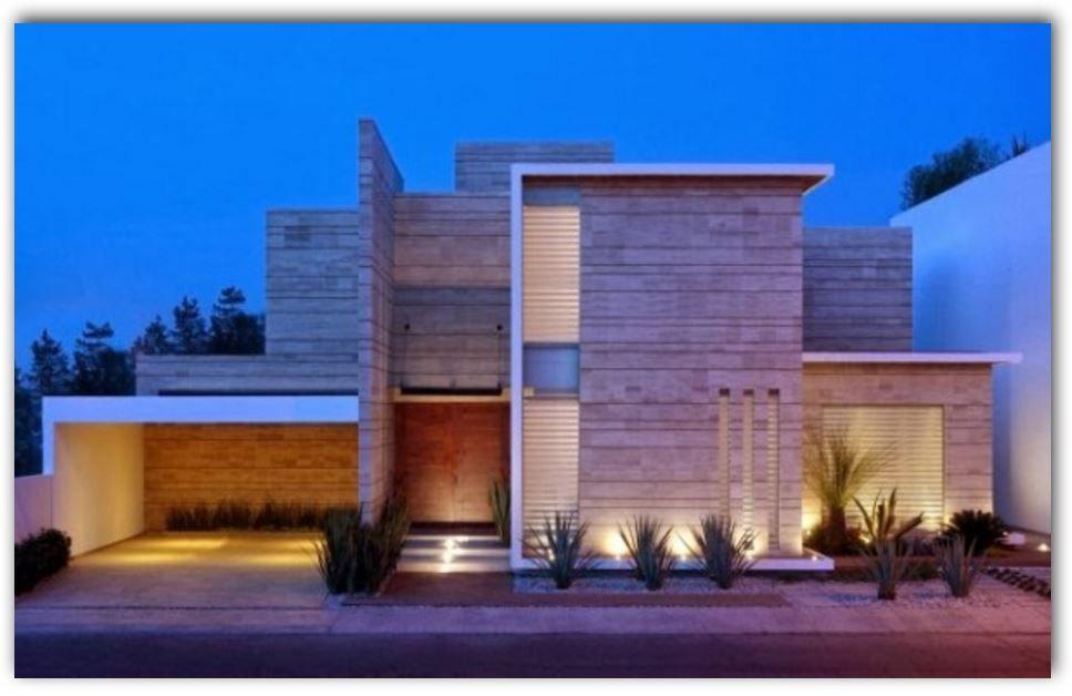 Casa moderna con garaje abierto y revestimiento en piedra for Fachadas de garajes