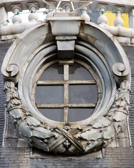 Ornamental Oeil De Boeuf Avec Images Porte Fenetre Oeil De Boeuf Fenetre