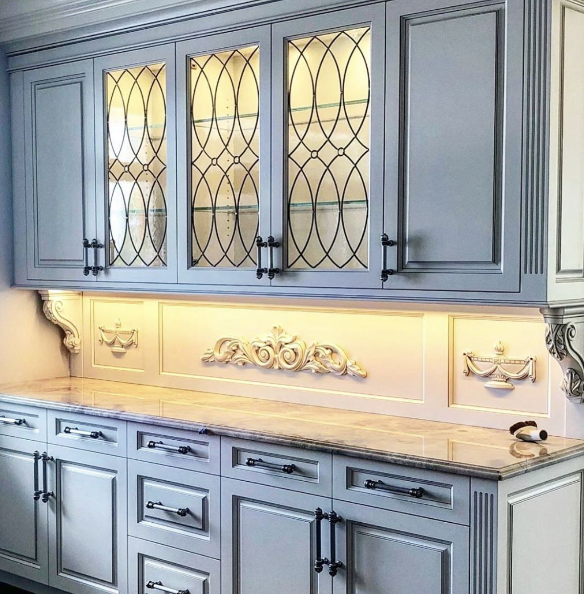 Leaded glass is such a great way to enhance kitchen ...