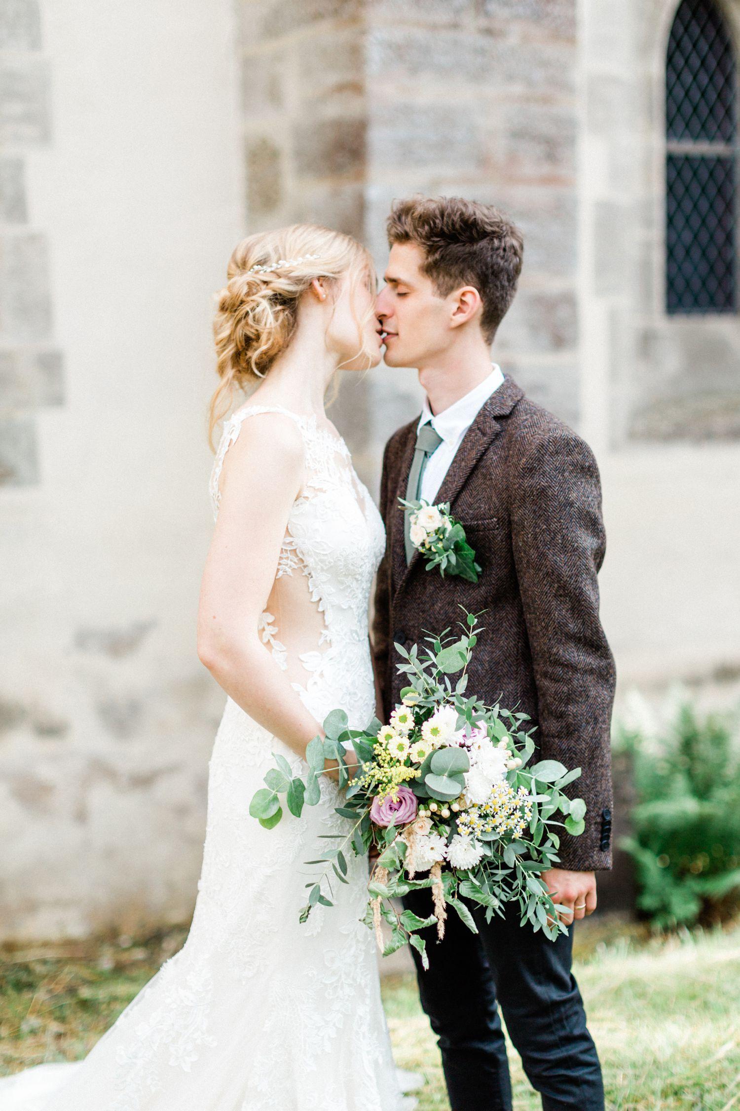 Internationale Hochzeit Klosterkirche Altenberg Hochzeitsfotograf Braut Brautigam Hochzeitskleider Spitze
