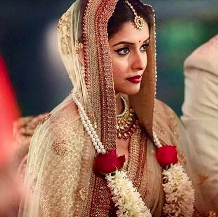 Must See Stunning Images From Asin S Wedding Little Red Tote Actress Wedding Hindu Wedding Ceremony Bollywood Wedding