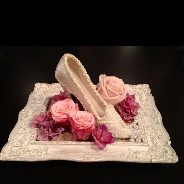 Preserved flower gift : roses & heel & pearls