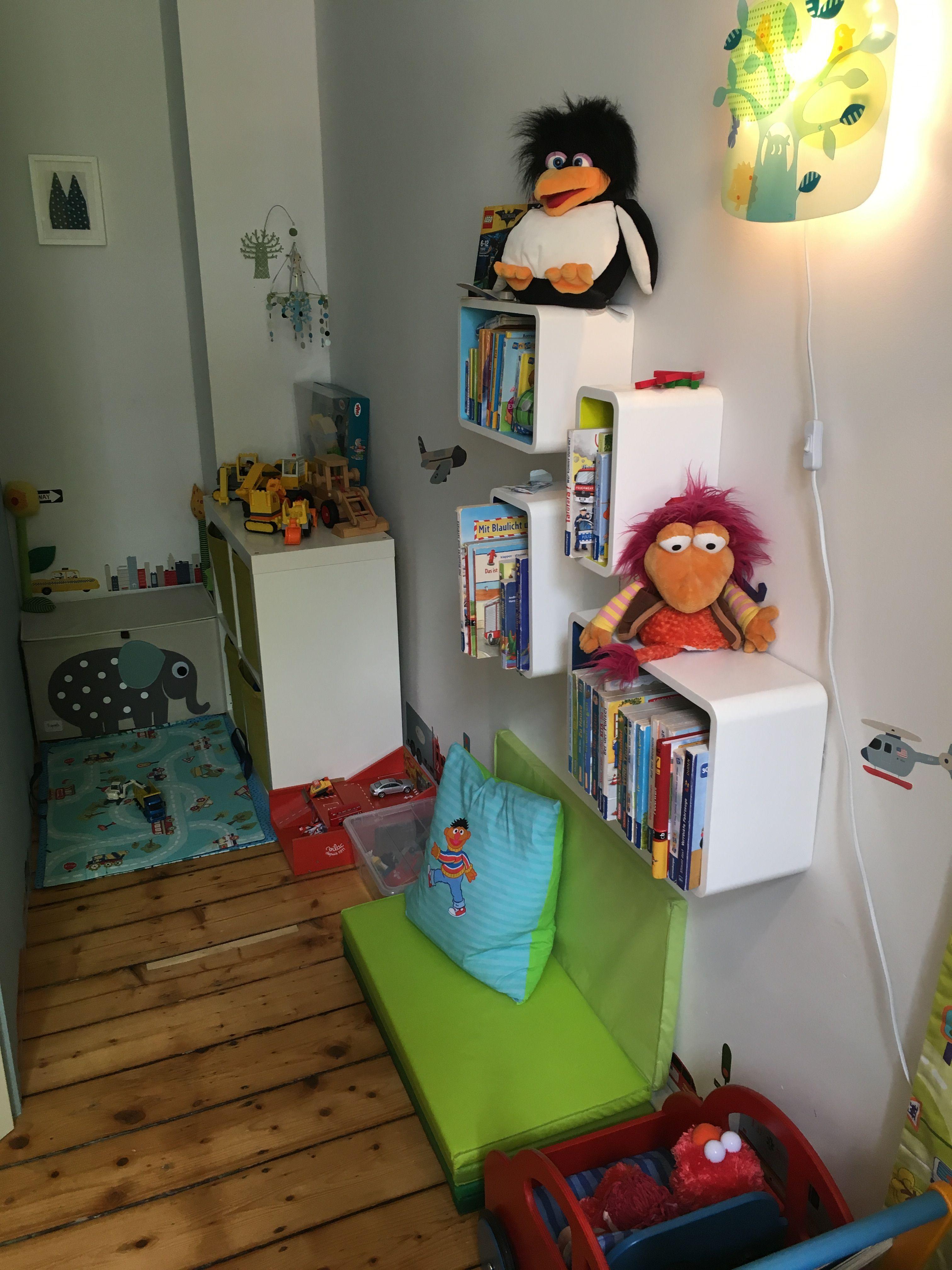 7m2 kinderzimmer kinderkamer children 39 s room mit jako o regaleb und ikea polster als sofa. Black Bedroom Furniture Sets. Home Design Ideas