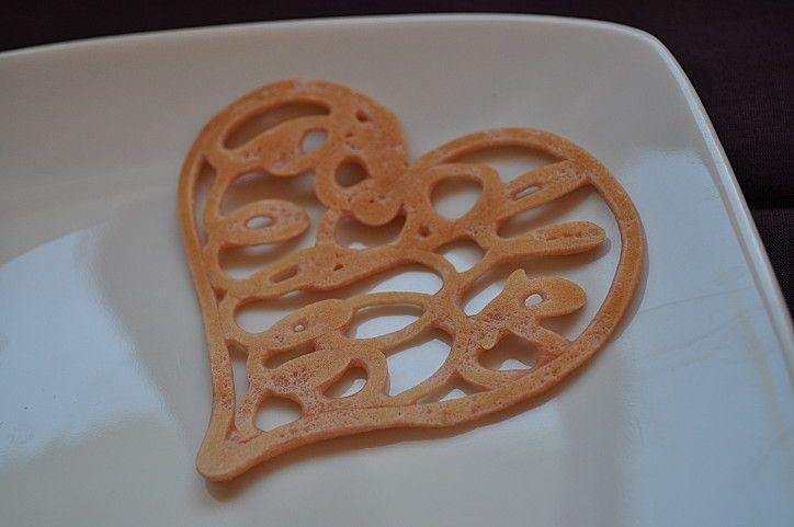 crepes dentelles  http://img.over-blog.com/725x481/3/01/91/28/janv2012/crepe-coeur.JPG
