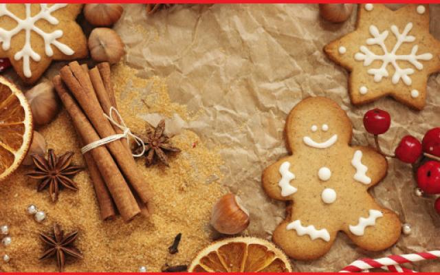 Biscotti di Natale alla cannella Ricetta facilissima di biscotti tipici delle feste, ideali per bambini (ma non solo). Plasmabili secondo fantasia, si preparano con pochi e semplici ingredienti, appena 15 minuti di preparazione e so #dolci #natale #cannella #biscotti