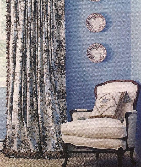 design dump window treatments details and trim Blue and white - store pour fenetre interieur