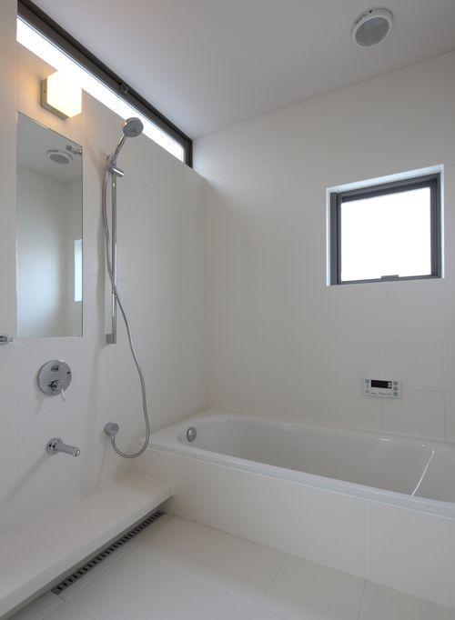 Toyaハウス 浴室 入口 ハウス バスルームの色