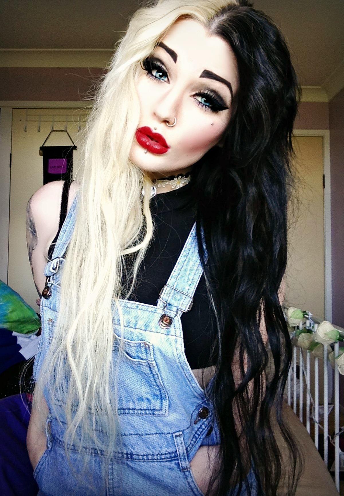 Half blonde half black hairstyles 14
