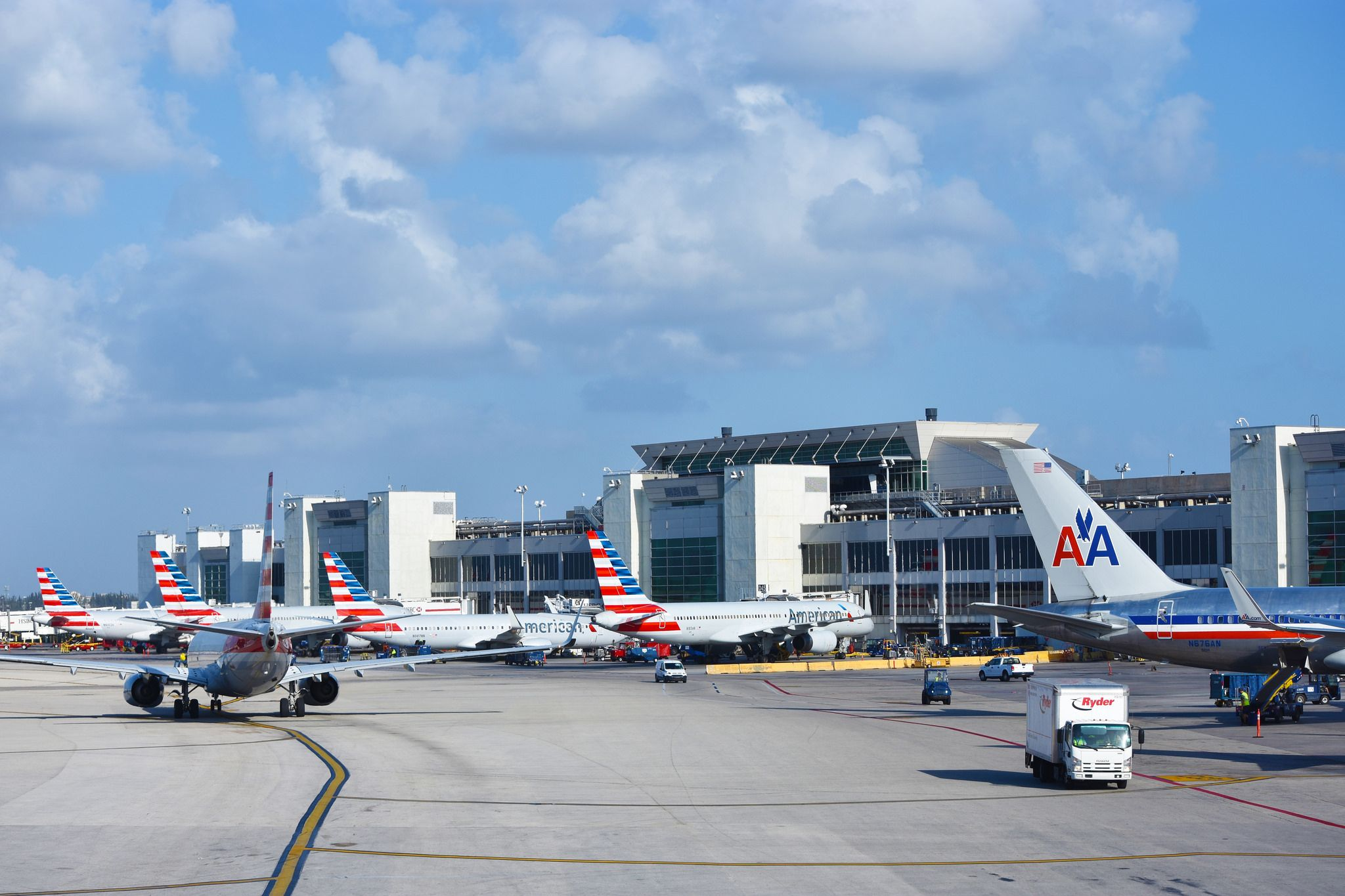 https://flic.kr/p/UXF576 | American Airlines @ Miami | Miami International Airport April 16, 2017