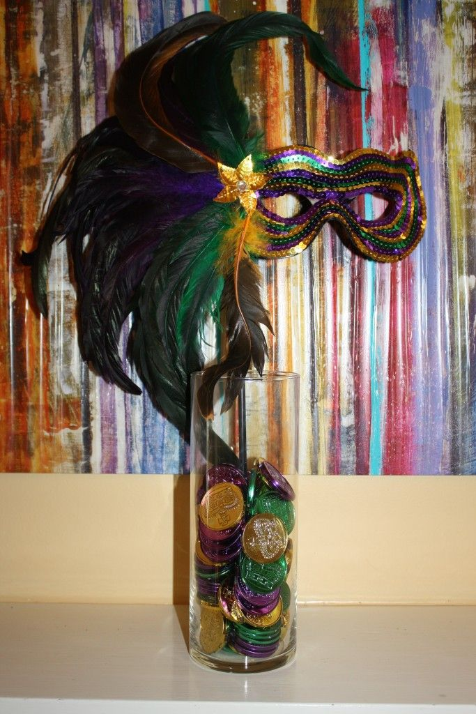 How To Make A Mardi Gras Centerpiece Toulouse And Tonic Mardi Gras Party Decorations Mardi Gras Centerpieces Mardi Gras Wedding