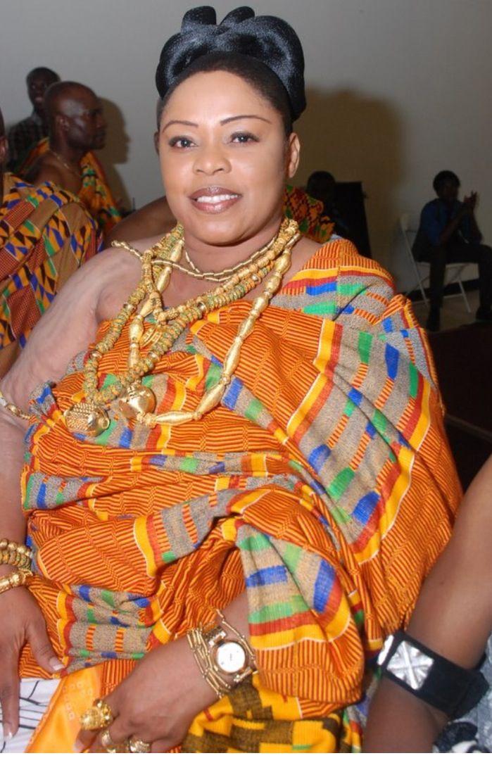 parures en or et tenues traditionnelles akan port es par une reine au ghana en afrique de l. Black Bedroom Furniture Sets. Home Design Ideas