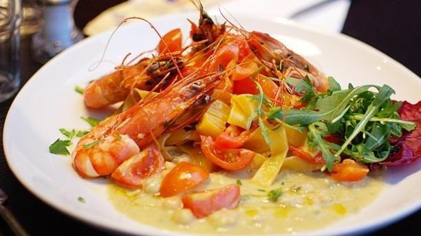 Tagliatelles con gambas en un restaurante italiano en París... #receta #comer #restaurante #gastronomia