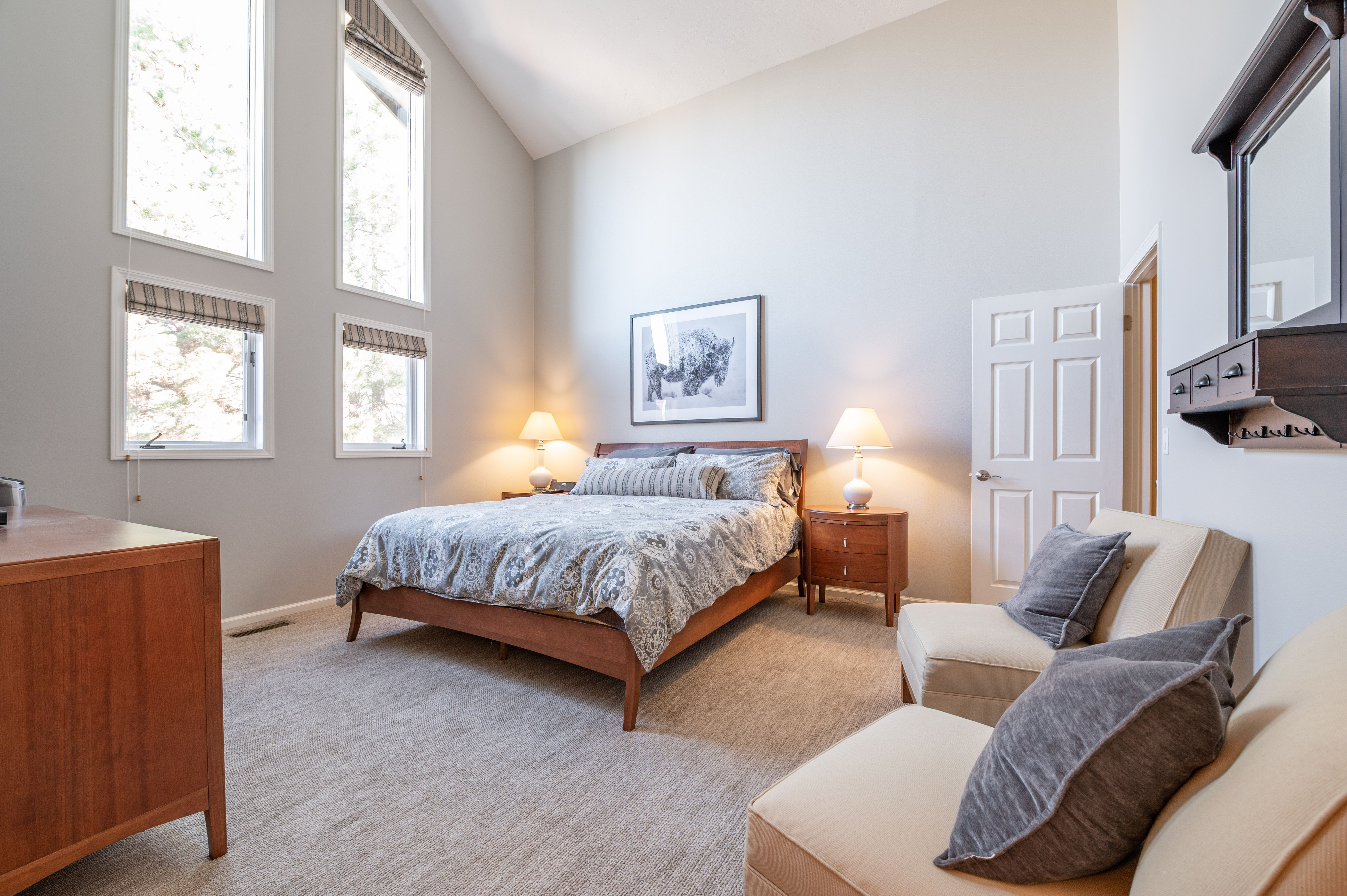 This 3 bed/3.5 bath, 2,800 sq ft condo also just happens to be the place to live your best life. Inside is exactly what you'd hope for, bright and inviting spaces (thanks to its vaulted ceilings and a sea of windows) and cozy, private places with each of the bedrooms on its own floor.   7430 S Wasatch Blvd E C-2 Salt Lake City, UT 84121 #WindermereUtah #RealEstate #Bedroom #SkiInSkiOut #BigCottonwoodCanyon #Condo #Utah #UtahLiving #MovetoUtah #Moving #MasterBedroom #Bedroom