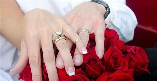 Evlilikleri Cozumsuzluk Bitiriyor Evlilik Nisan Dugun Davetiyesi Tasarimi