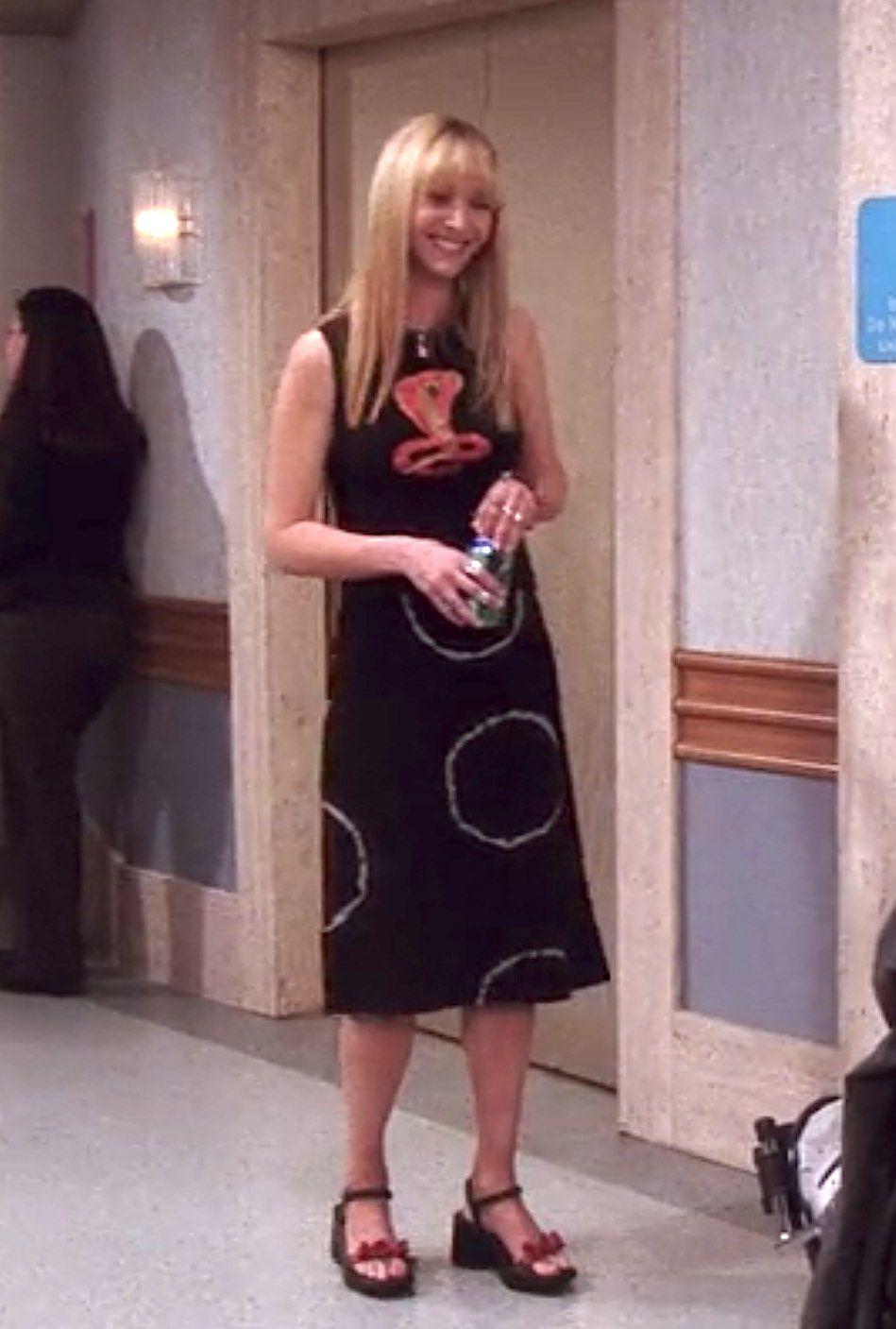 656 Outfits Phoebe Buffay Wore On Friends Fashion Paradoxes Phoebe Buffay Outfits Fashion Friends Fashion [ 1407 x 949 Pixel ]