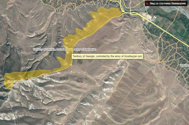 Azerbaiyán habría construido instalaciones de defensa y fortalezas que se adentran en el territorio de Georgia, entre las fronteras de Armenia Georgia y Azerbaiyán fronteras.