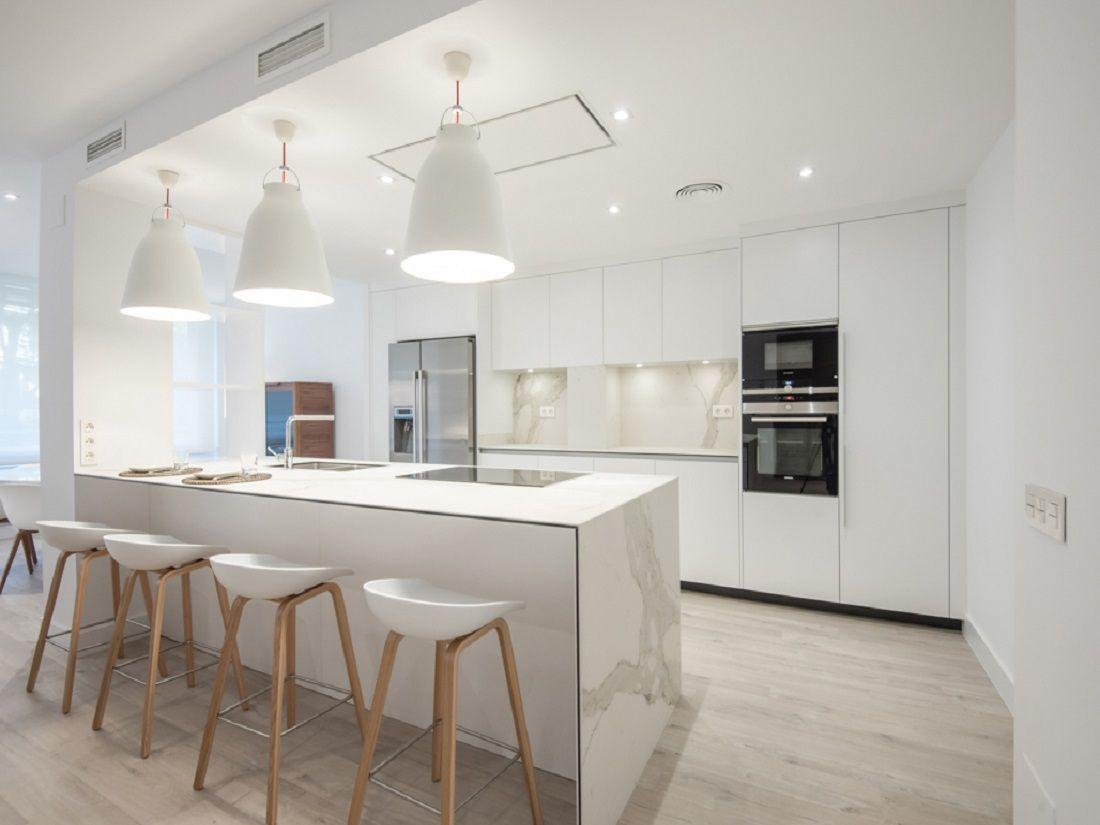 Cocina abierta y funcional obra pinterest cocinas - Casas amuebladas modernas ...