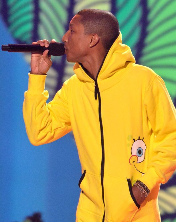 146c166580e8 FAB Fashion  Pharell Rocks A Yellow Spongebob Squarepants Onesie At The  2014 Kids  Choice Awards