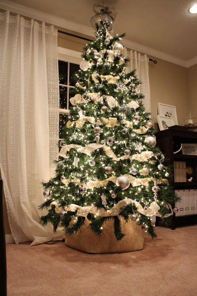 Daddy Cool Odhgos Stolismoy Xristoygenniatikoy Dentroy Kai Merika Apo Ta Wraiotera De Christmas Tree Inspiration Diy Christmas Tree Beautiful Christmas Trees