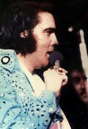 Elvis On Tour 1972 Com Imagens Elvis Presley Looks S Videos