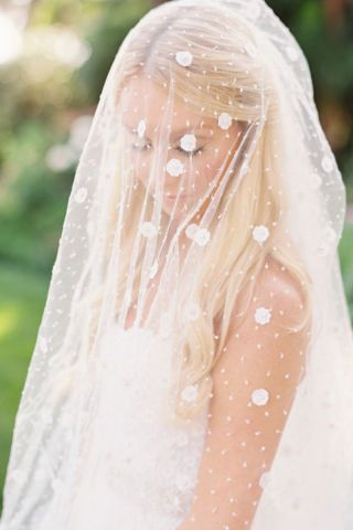From our Style Me Pretty experts, here are 13 of the best veils to wear on your wedding day.