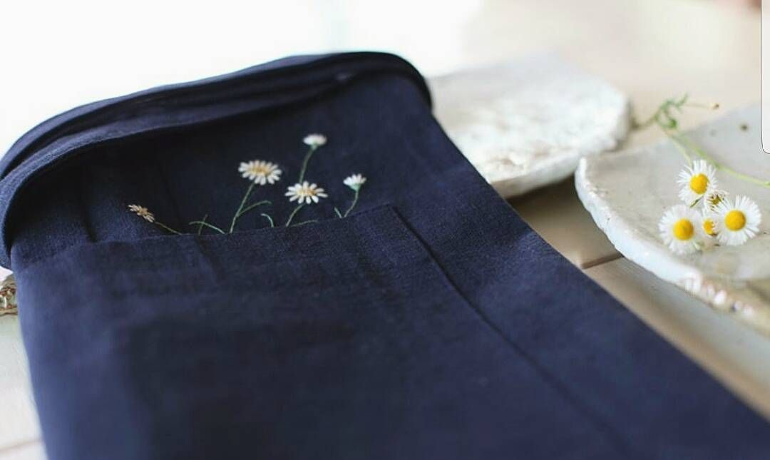 #야생화자수 #꿈소 #꿈을짓는바느질공작소  #자수 #자수타그램 #꽃자수 #개망초 #앞치마 #daisyfleabane #apron #embroidery #broderie #刺繍 #handembroidery #floralembroidery #handmade #вышивка
