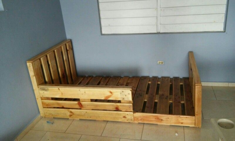 Cama twin hecha en pallets de madera por Los Inventos de Luis ...