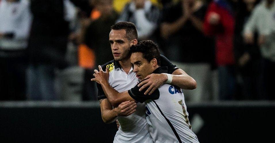 """Corinthians conversa para renovar com R. Augusto. Jadson """"entra na fila"""""""