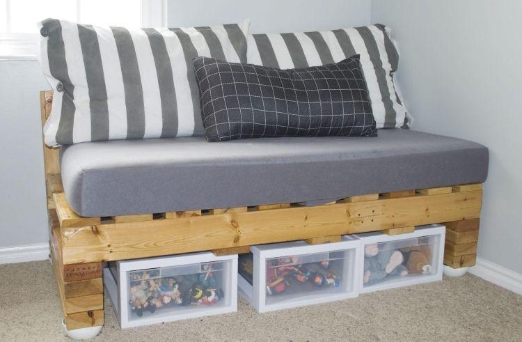 kleine couch mit stauraum darunter f rs kinderzimmer selber gestalten m bel dom decor. Black Bedroom Furniture Sets. Home Design Ideas