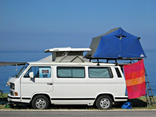 Volkswagen T3 with a roof top tent parked right next to the beach. Looks great & Volkswagen T3 with a roof top tent parked right next to the beach ...