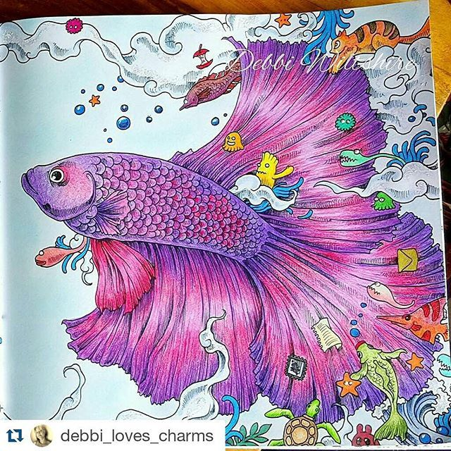 Parte 2 da página dupla de  @debbi_loves_charms  Que coisa linda!  ・・・ Second fish from book animorphia  #animorphia #kerbyrosanes #adultcoloringbook #adultcolouringbooks #coloringbook  #colorindolivrostop  #mundodaspinturas  #mundoscoloridos  #desenhoscolorir #illustration  #art