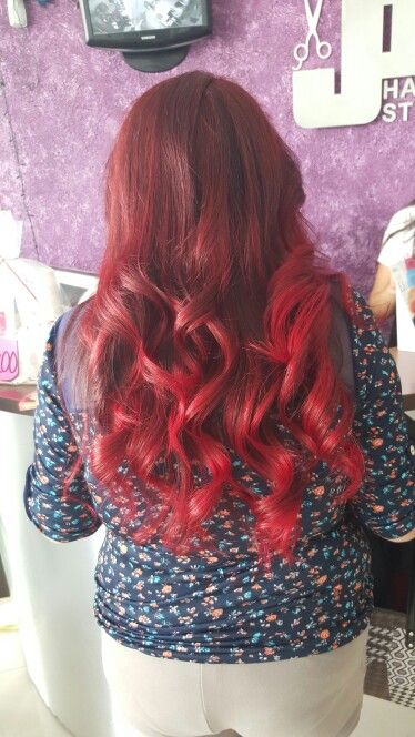 Balayage rojo puntas fantasía